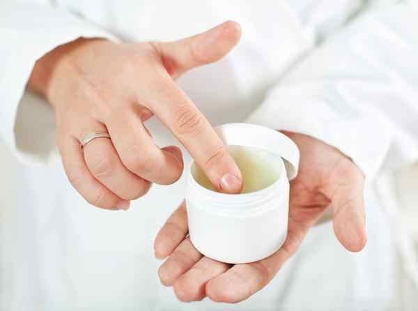 Antibiotic_ointment